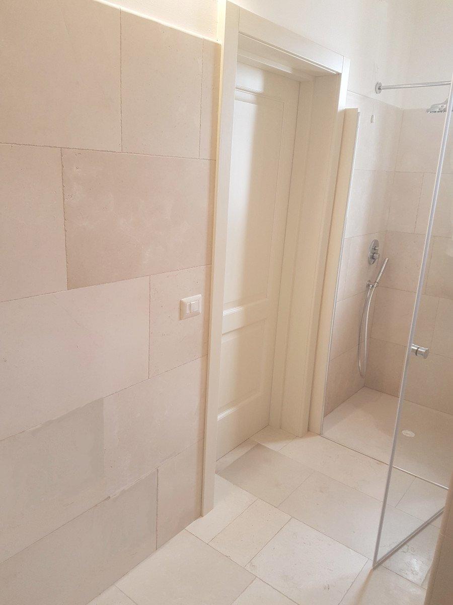Abitare Bagno Trani biancone stone bathroom - musicco - stone flooring, coatings